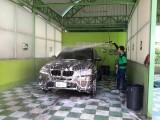 พนักงานของเราเอาใจใส่ล้างรถของท่านด้วยความพิถีพิถันทุกขั้นตอน