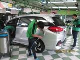 พนักงานของเราเอาใจใส่ดูแลรถของท่านด้วยความพิถีพิถันทุกขั้นตอน